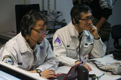 Japanese scientists preparing for the capsule's touchdown - source: AusSMC