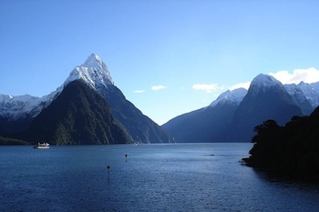 Milford Sound (Source: Wikimedia Commons.)