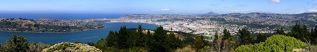 Looking south over the town from Signal Hill (Source: Wikimedia Commons.)