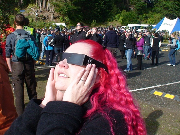 Sciblogger Dr Siouxsie Wiles observing the Transit of Venus at Tolaga Bay