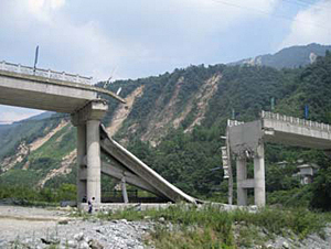 Landslides and bridge collapse following 2008 Mw 7.9 earthquake in Sichuan Province, China (source: University of Deleware)