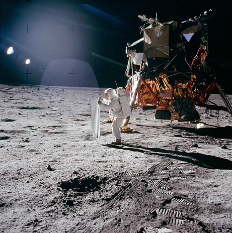 090715-moon-landing-apollo-facts_big