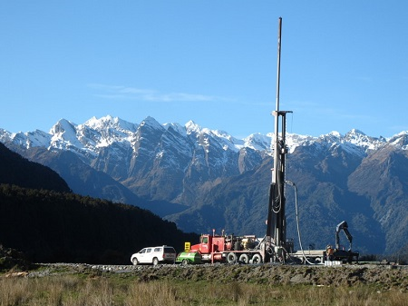 Figure 1. Washington Drilling rig begins the DFDP2A drillhole in Whataroa Valley, September 2014.