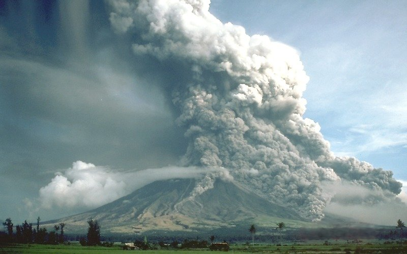 Pyroclastic flows sweep down the flanks of Mayon Volcano, Philippines, in 1984.
