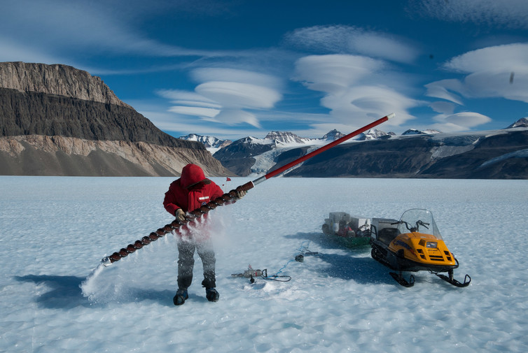 Featured image: Antarctic ice reveals that fossil fuel extraction leaks more methane than thought