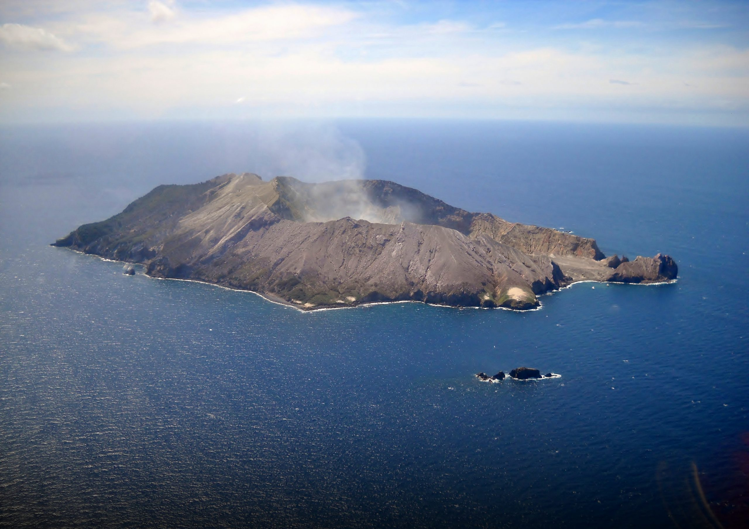 Featured image: How to support after the Whakaari/White Island volcanic eruption